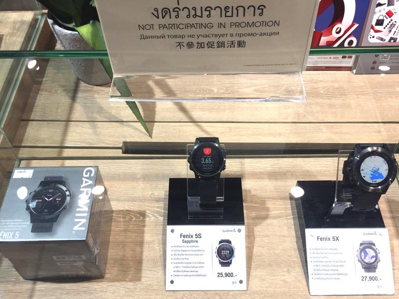 相片: 百貨公司陳列的多功能運動錶。