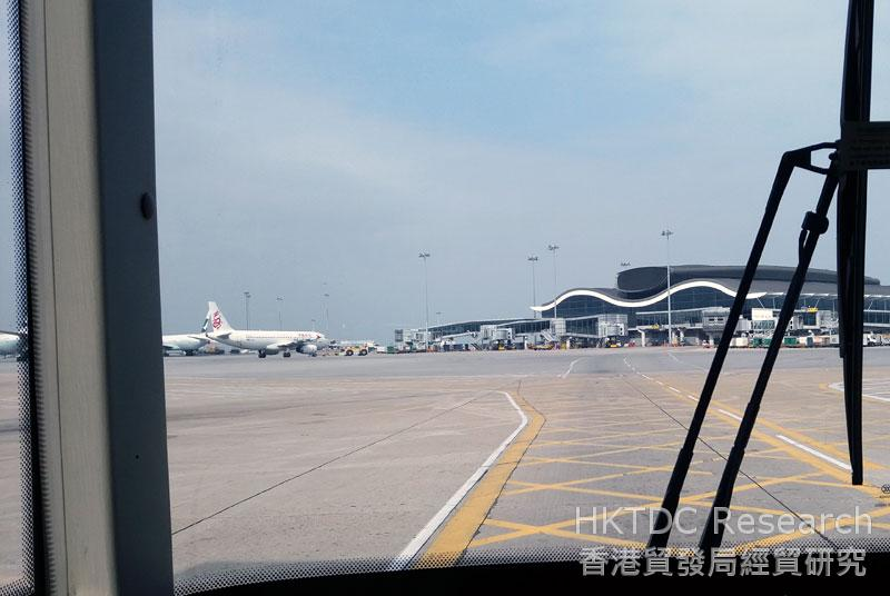 Photo: The Hong Kong-Zhuhai-Macau Bridge allows an easier flow of people and cargo in the Bay Area (2).