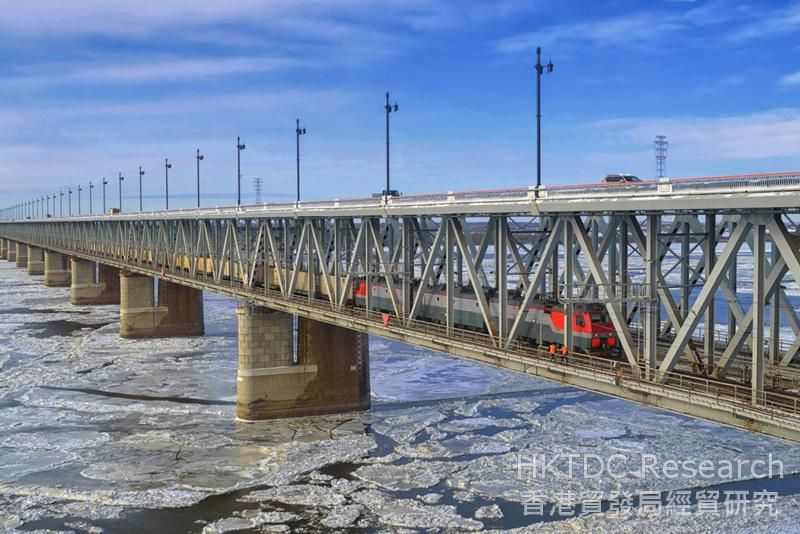 相片:阿穆尔河大桥将是首条跨越中俄边境的铁路大桥,连接俄罗斯远东地区的布拉戈维申斯克市(Blagoveshchensk)及中国东北部的黑河市。