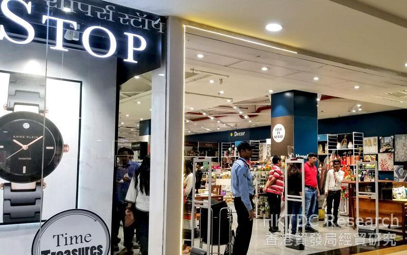 相片: 设于印度浦那的Shoppers Stop商店(2)。