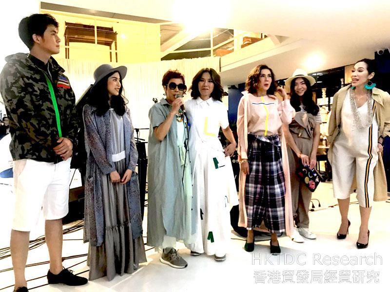 相片: 私人時裝展是音樂、時尚和時裝的跨界合作(1)。