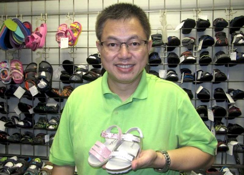 相片: 威達鞋業公司總經理呂德麟。