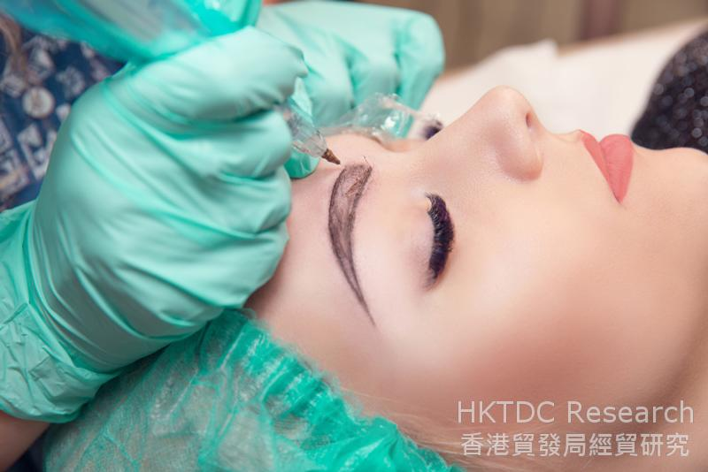 Photo: Only the more localised micro-cosmetic surgical procedures are deemed to be generally permissible.