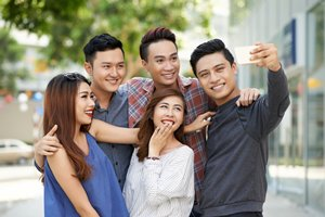 相片:由於熱衷於社交媒體分享自己的日常生活 ,男女消費者都比以往更重視「顏值」。