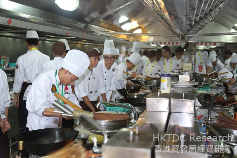 Photo: A cooking competition organised by the Guangzhou Restaurant and Catering Association.