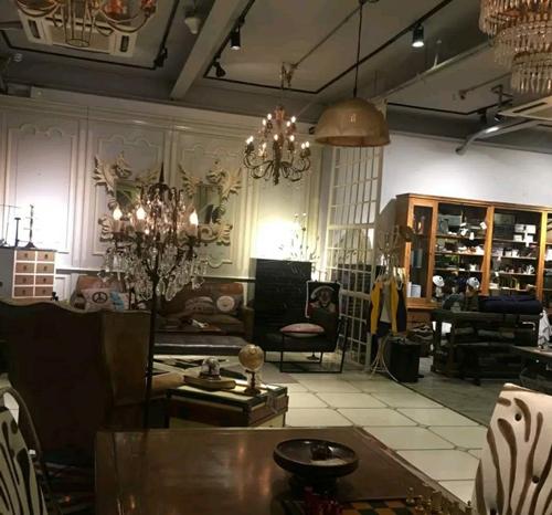 相片:以书室为主题的咖啡店。