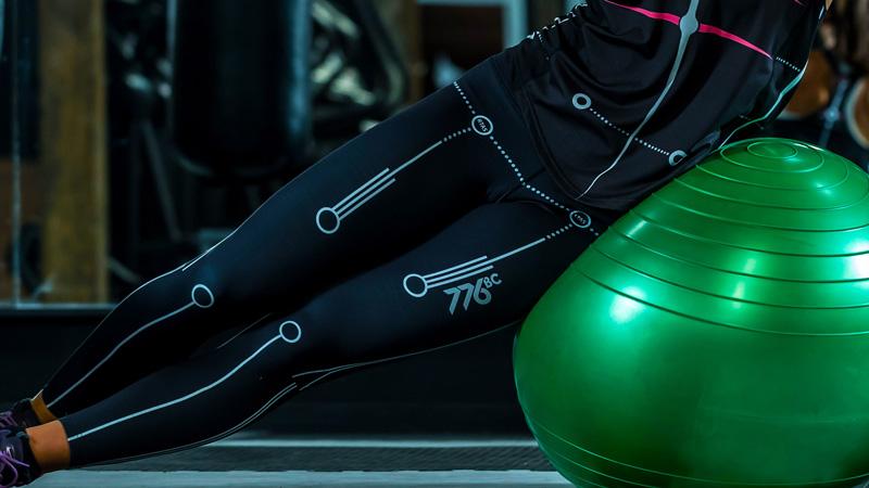 相片: 776BC Motion運動服裝顯示人體各條主要的生物識別線,提供實時視覺反饋。