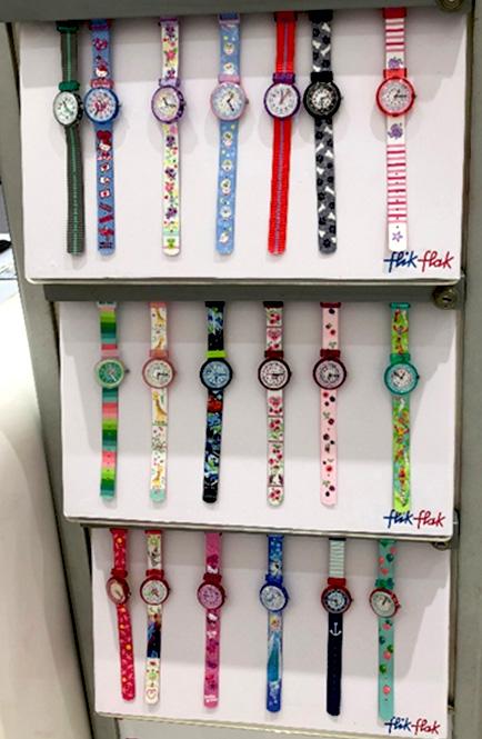 相片: 童裝店內的Flik & Flak手錶。