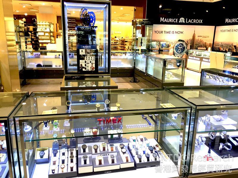 相片: 曼谷一家百貨公司展示眾多國際手錶品牌。