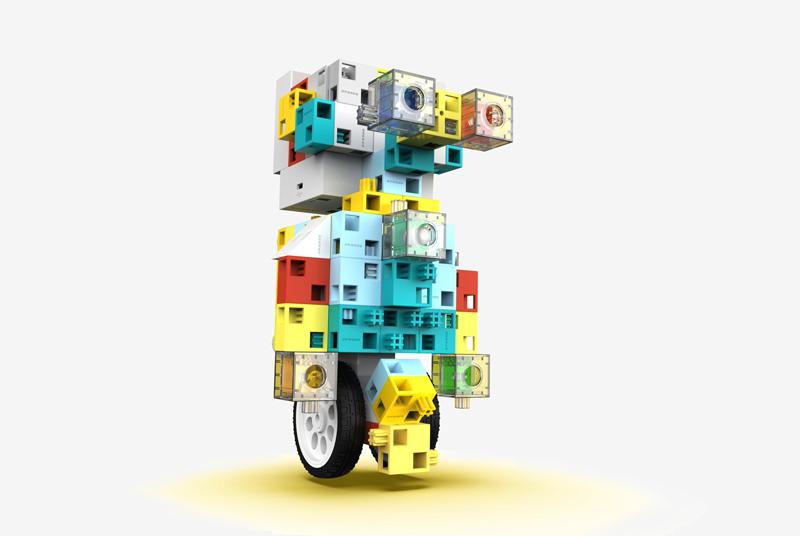 圖片:「逗包」積木組合成不同形態的機械人 (圖片由北京哈工科教機器人科技有限公司提供)。