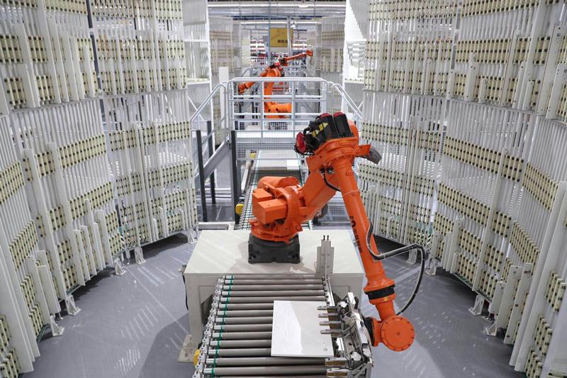 相片:索菲亚车间的智能板件分拣系统。