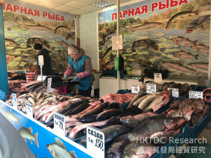 Photo: Fresh sea cucumbers, shellfishes and crabs can be bought from stores and restaurants.