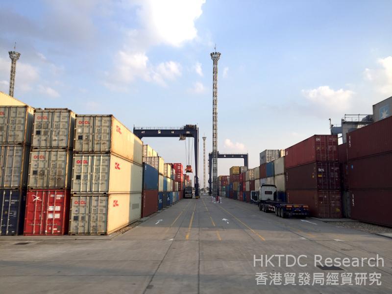 相片: 缅甸迪拉瓦国际码头 (1)。