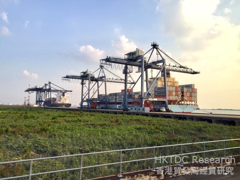 相片: 缅甸迪拉瓦国际码头 (2)。