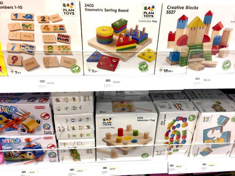 相片: 曼谷一家B2S书店展示的玩具(2)。
