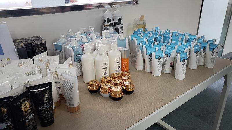 相片:胡萝卜村为海外护肤品品牌办理进口业务的商品样本