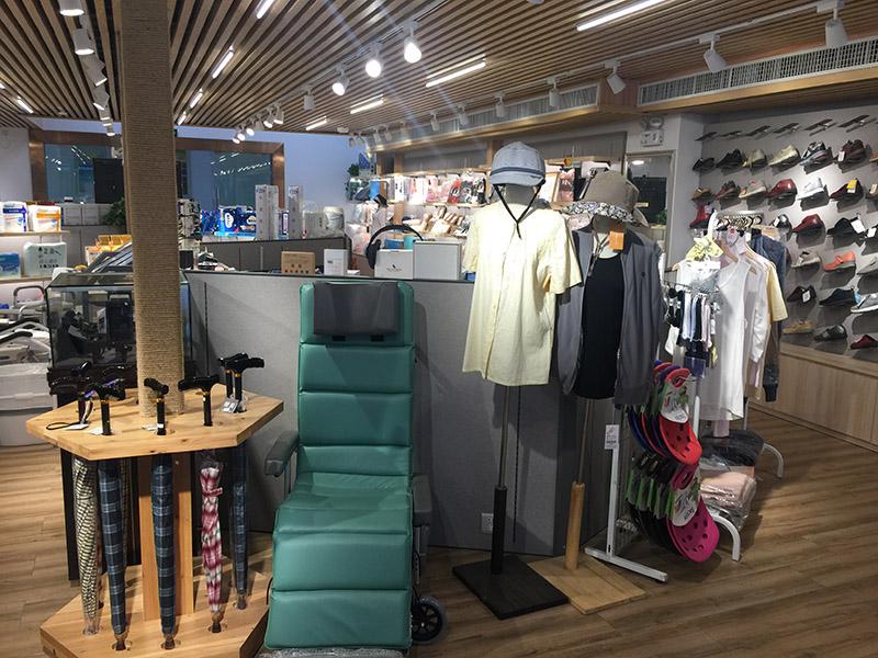 相片:北之特樂銀在中國內地的門店出售多種老齡商品。(1)