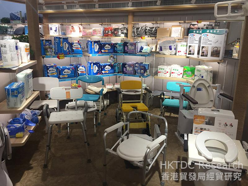 相片:北之特樂銀在中國內地的門店出售多種老齡商品。(2)