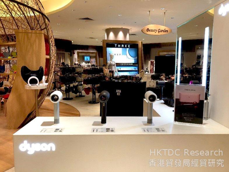 相片: 在伊势丹百货公司展示的电子产品(1)。