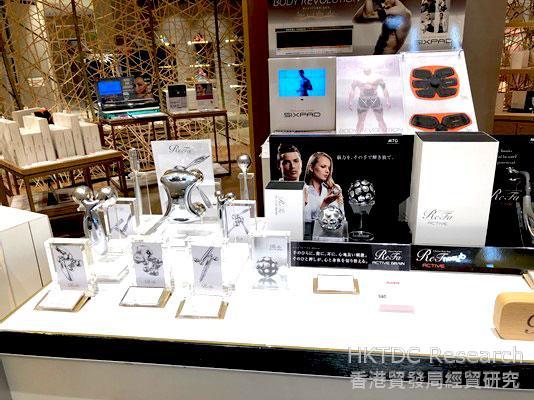 相片: 在伊势丹百货公司展示的电子产品(2)。