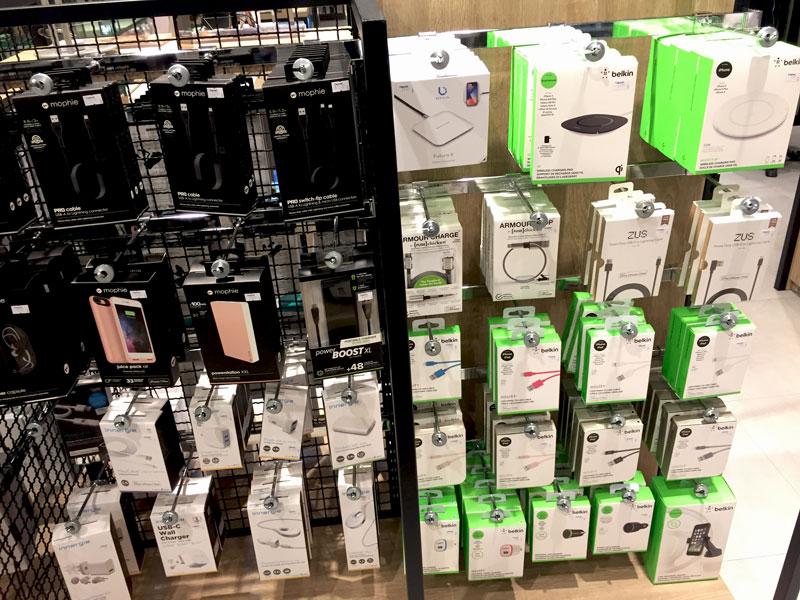 相片: 曼谷的百货公司售卖时尚电子产品配件(1)。