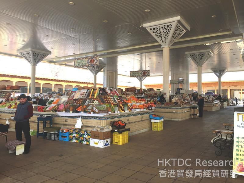 Photo: Alay Bazaar, a traditional cash-only market in Tashkent.