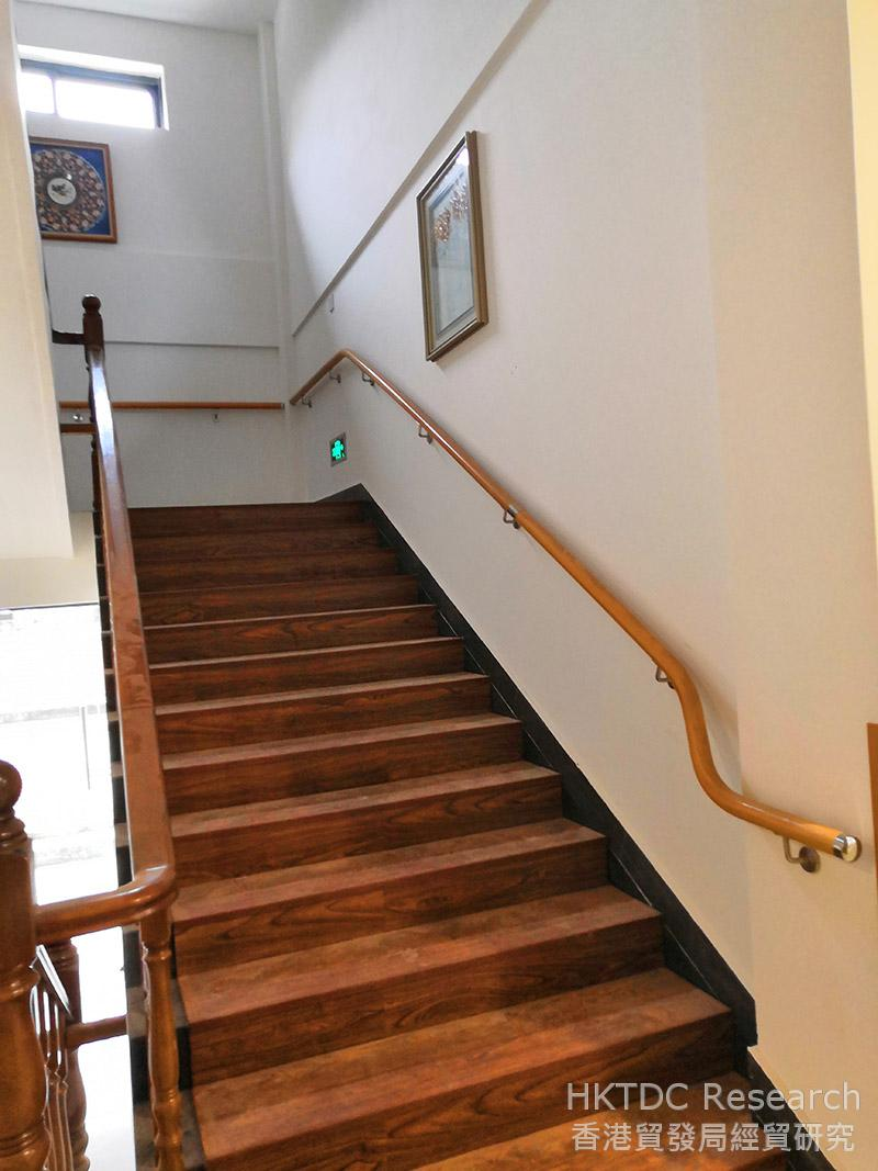 Photo: Elderly-friendly handrails on a staircase