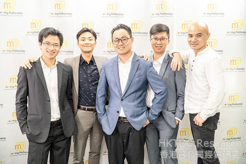相片:核心团队成员(左起):潘俊轩工程师、王骏工程师、陈智敏工程师、黄金山工程师及秦港。