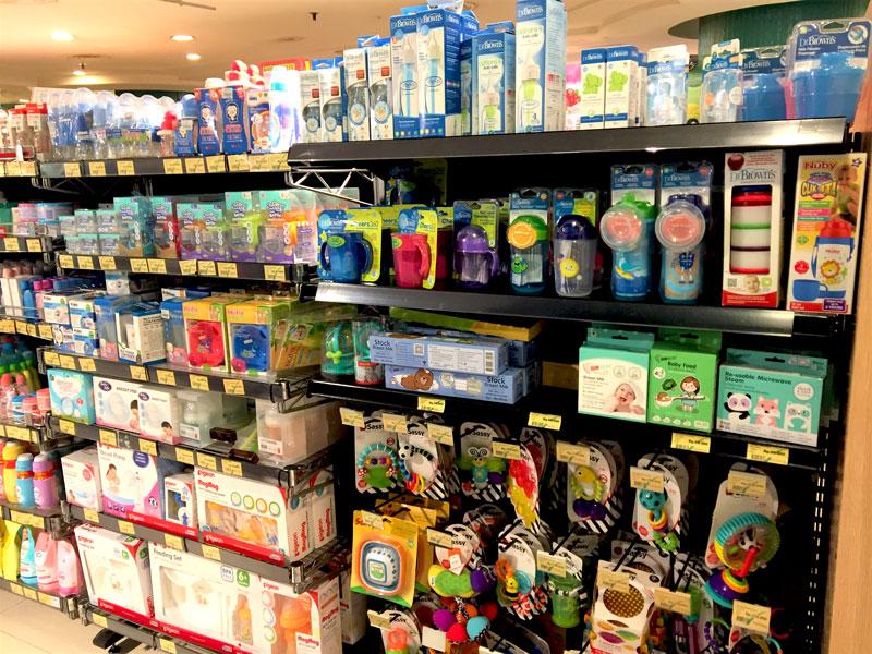 图: 雅加达一家超市的婴儿用品。