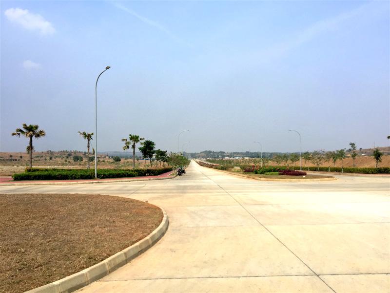 相片: 卡拉旺產業新城的道路鋪裝良好,並有綠化帶。