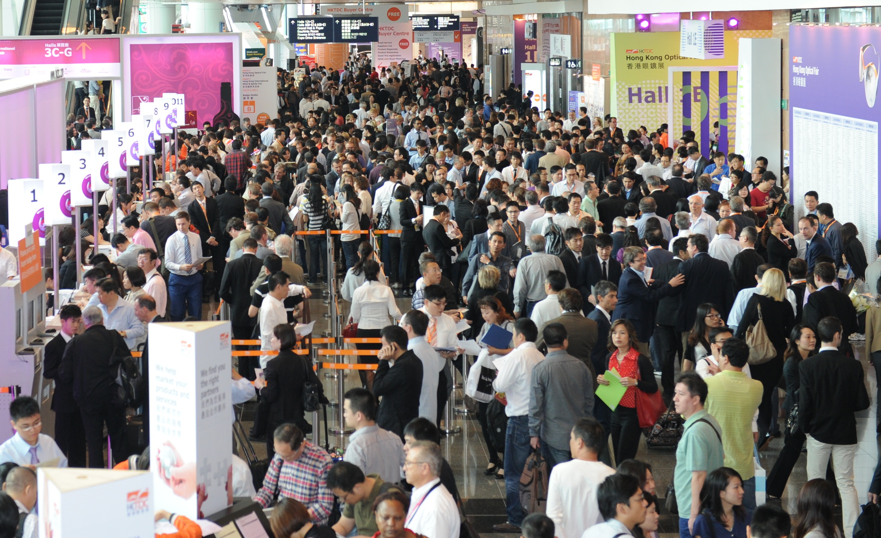 e1f770267b The 19th HKTDC Hong Kong Optical Fair opened today with more than 600  exhibitors from 20 countries and regions taking part