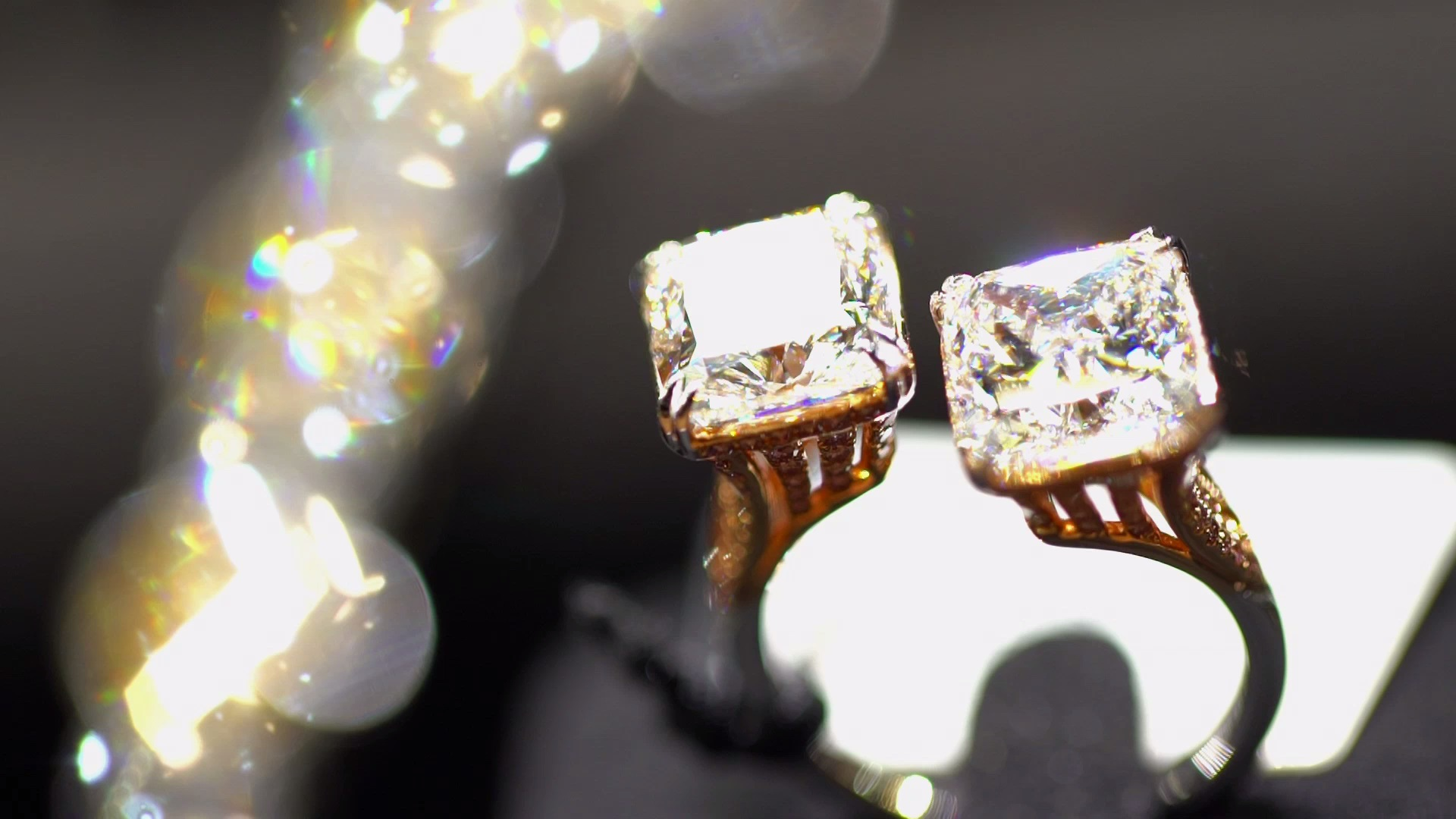 Jewellery And Gems Glitter At Twin Shows In Hong Kong